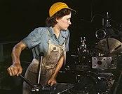 Metallarbeiterin an Drehbank, Flugzeugfertigung im Krieg, USA, 1942