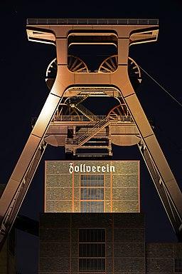 Zeche-Zollverein-Schacht-12-Foerdergeruest-2012
