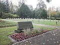 Zerbst Ehrenfriedhof Bombenopfer Gedenkstein.JPG