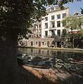 Zicht op de gracht met werf en werfkelders, tussen de Smeebrug en de Hamburgerbrug - Utrecht - 20414428 - RCE.jpg