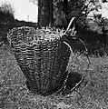"""""""Naram?n"""" koš (starejši tip koša). Kočarija 1956 (cropped).jpg"""