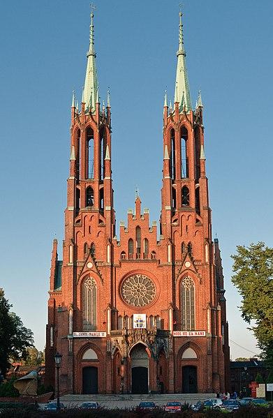 File:Żyrardów, Kościół p.w. Matki Bożej Pocieszenia.jpg