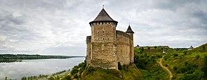 Хотинська фортеця - мури, башта.jpg