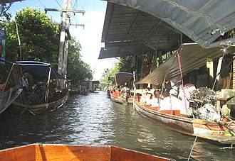 Tourism in Bangkok - Tour tourists on the channel