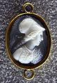 003 arte antica, busto di minerva con sigla laur med su elmo, calcedonio.JPG