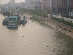 0278-Wuhan-Hanjiang-wharfs-and-swimmers.jpg