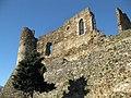 073 Castell de Montsoriu, torre sud i mur de la capella.jpg