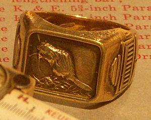 MIT class ring - Image: 1930MITRing Bezel