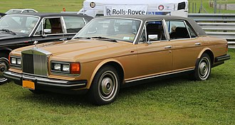 Rolls-Royce Silver Spirit - Image: 1982 Rolls Royce Silver Spur US model, front left (Lime Rock)
