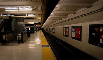 19th Street Oakland station - The upper level platform of the 19th Street Oakland station, 2007