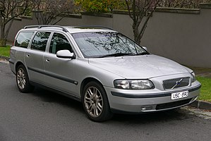 2001 Volvo V70 (MY01) T5 station wagon (2015-07-24) 01.jpg