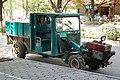 20090503 Traktor na ulicy miasta Guilin 1145 6320.jpg