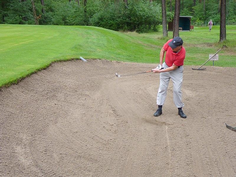 File:2010-08-18-Golf-Senne-Bunker-Stroke.JPG