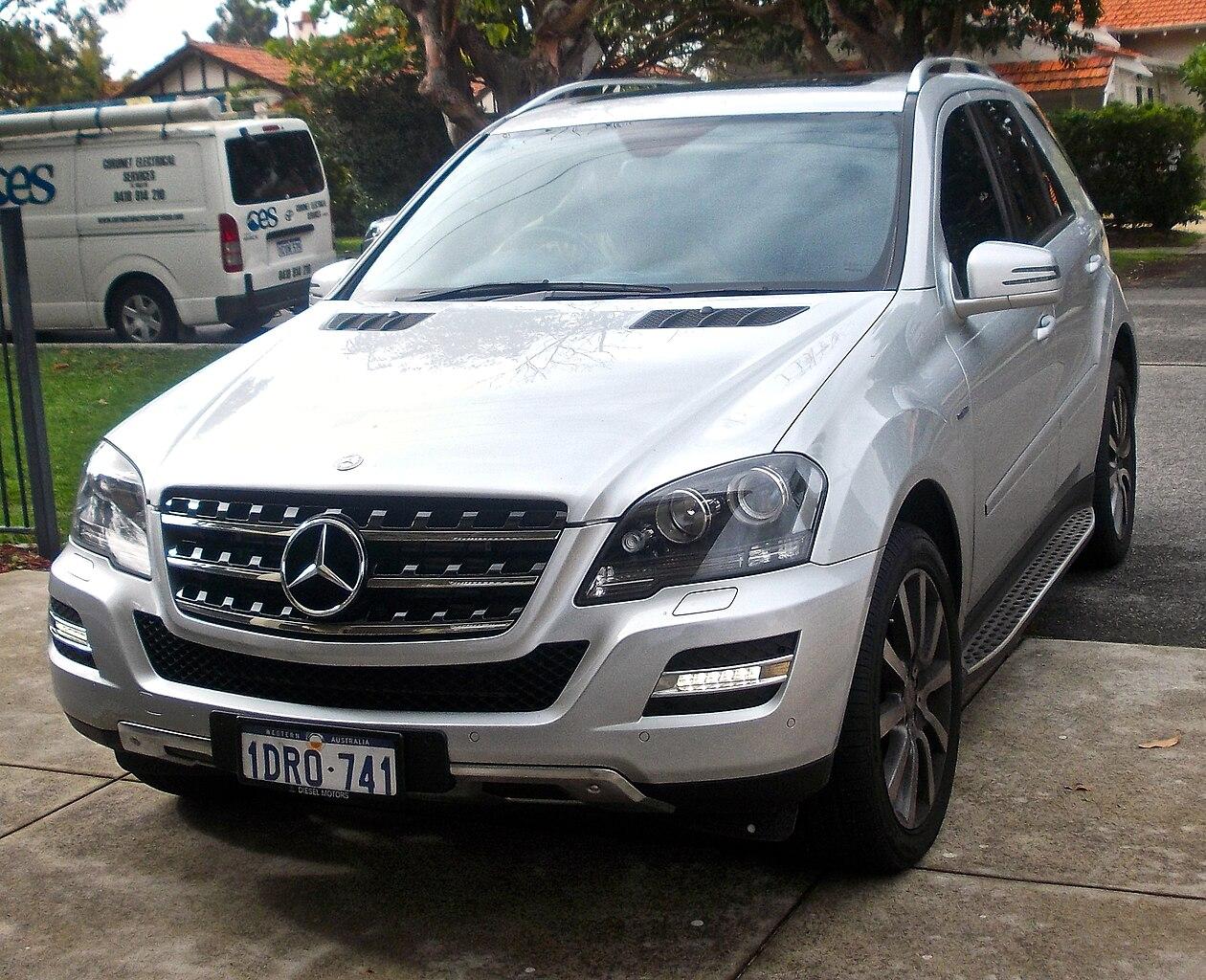 File 2011 mercedes benz ml 300 cdi w 164 my11 for Mercedes benz ml 300
