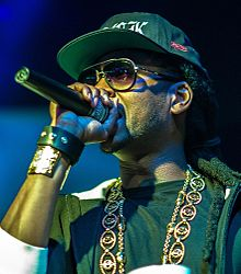 2 Chainz performing in 2013.jpg