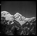 3.3.65. Pic du Midi et village de la Mongie dans la neige (1965) - 53Fi5075.jpg