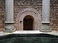 392 Banys Àrabs de Girona, apodyterium, columnes de la piscina i accés al frigidarium.JPG