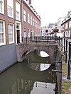 foto van Bruggen van oudheidkundige waarde over de Kromme Nieuwegracht waaronder de Pietersbrug