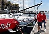 60 pieds IMOCA Initiatives Coeur à Lorient et Samantha Davies de face DSC 0406.jpg