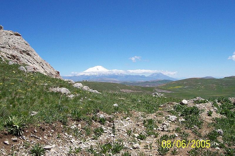 File:Ağrı dağı (Büyük ve küçük) - panoramio.jpg