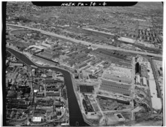 AERIAL VIEW LOOKING NORTHWEST. BUILDINGS IN FOREGROUND ARE STOREHOUSES DATING FROM THE MID 20TH CENTURY. - Frankford Arsenal, South of Tacony Street between Bridge Street and HAER PA,51-PHILA,693-4.tif