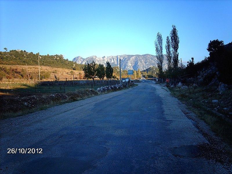 File:AKBELENLİ YOL ÜSTÜ - panoramio.jpg