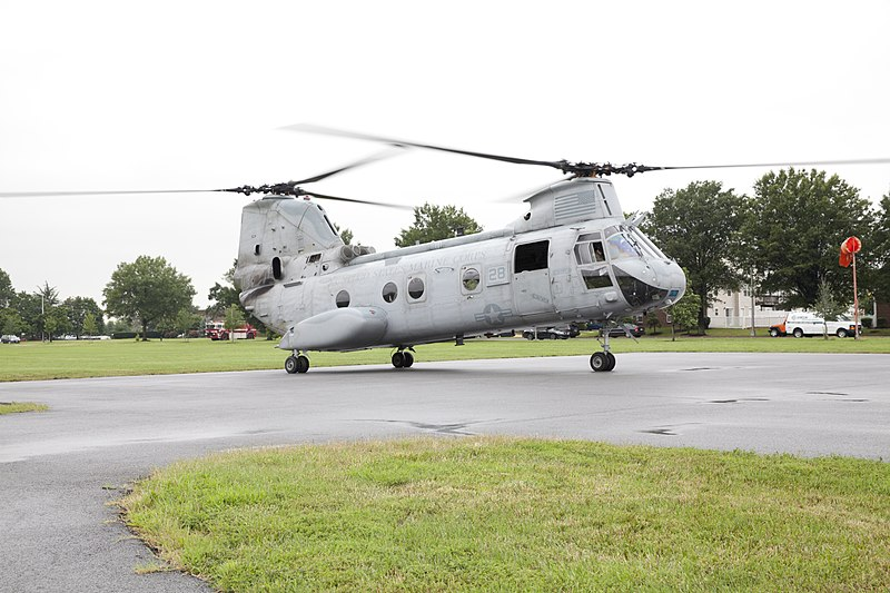 File:A U.S. Marine Corps CH-46 Sea Knight helicopter lands to pick up business leaders attending a Marine Corps Executive Forum (MCEF) at Joint Base Anacostia-Bolling in Washington, D.C., July 11, 2013 130711-M-MI461-169.jpg