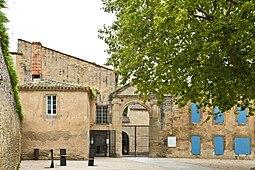 Abbaye de Saint-Papoul, les maisons canoniales.jpg