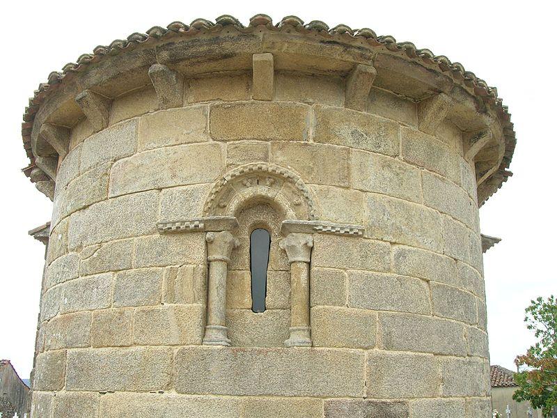 Abside de la Iglesia de San Xulián do Camiño.jpg