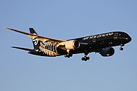 Air New Zealand Boeing 787-9 Dreamliner landing at Perth Airport.jpg