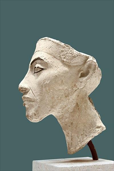 File:Akhenaten - Ägyptisches Museum Berlin - Neues Museum.jpg