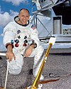 Alan Bean NASA portrait (S69-38859).jpg
