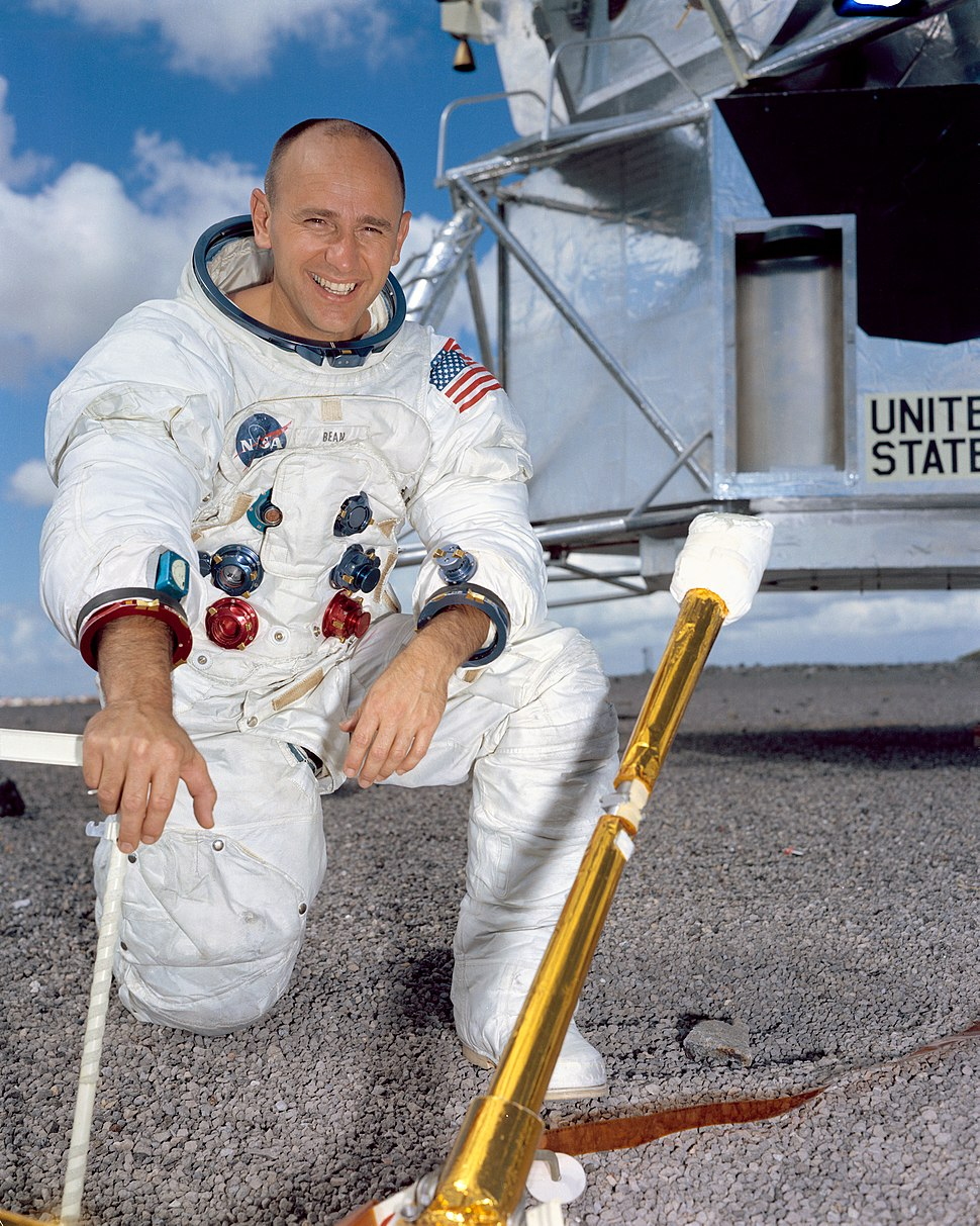 Alan Bean NASA portrait (S69-38859)