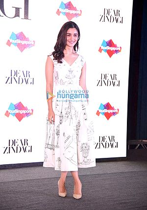 Dear Zindagi - Bhatt was eager to work with Shah Rukh Khan in the film