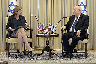 Suit (clothing) - U.S. Ambassador to the UN Samantha Power and Israeli President Reuven Rivlin wearing business suits as per their gender, 2016