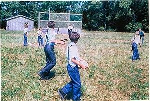 English: Amish children playing baseball, Lynd...