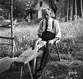 """Anton Mihelčič - Kocjan za """"reziunim stolom"""", Staro Apno 1964.jpg"""