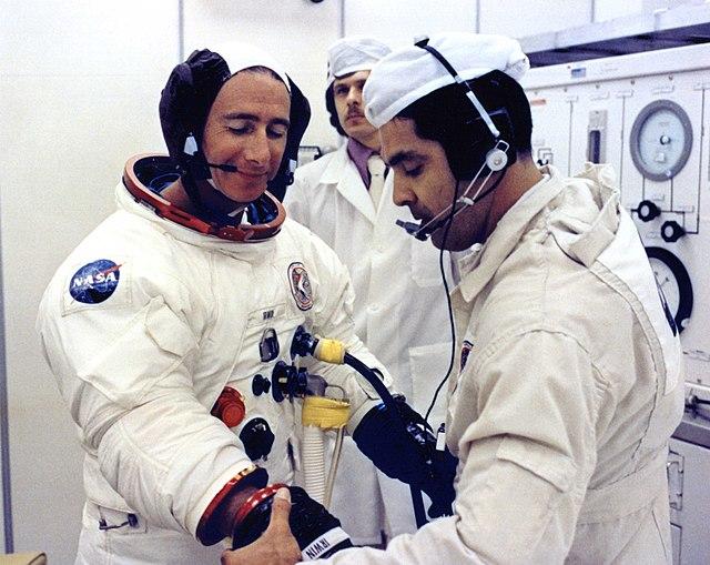 File:Astronaut James B. Irwin suiting up.jpg - Wikimedia ...