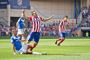 Hernán Pellerano - Pellerano challenging Koke in a match against Atlético Madrid in September 2013.
