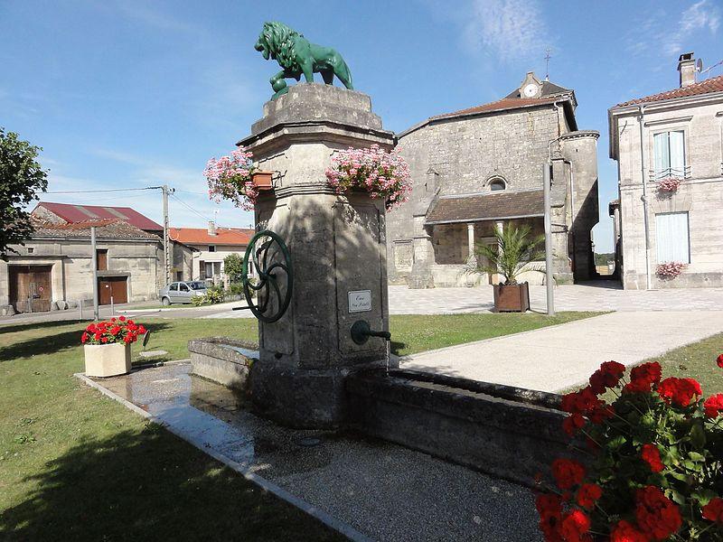 Aulnois-en-Perthois (Meuse) fontaine avec lion