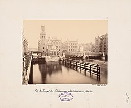 Muehlendammschleuse, N.N. [CC0], via Wikimedia Commons
