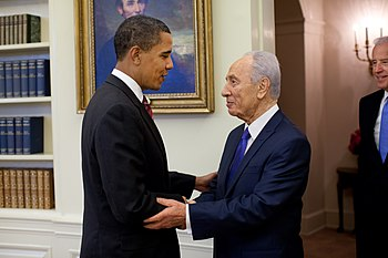 Barack Obama welcomes Shimon Peres in the Oval Office