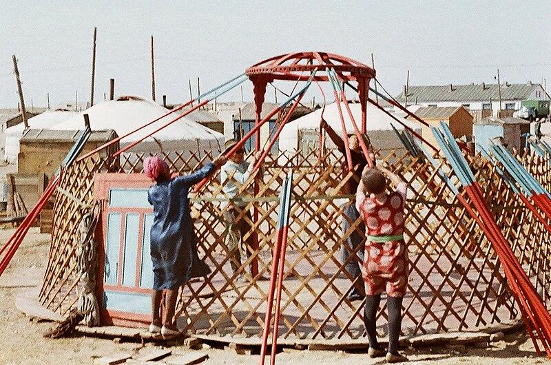 Yurta, la casa nómade Mongol 800px-Barun-Ger06