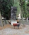 Bassorilievo ai militari caduti nei lager nazisti (Cimitero di Staglieno).jpg