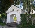 Bergatreute Pfarrkirche außen Portal zum Kirchhof.jpg