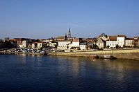 Bergerac overlooking Dordogne.JPG