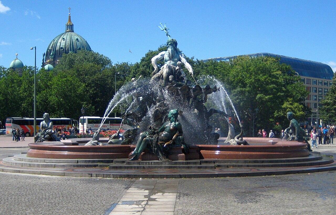 File:Berlin, Mitte, Neptunbrunnen 01.jpg - Wikimedia Commons