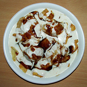 Chaat - Image: Bhalla Papri Chaat with saunth chutney