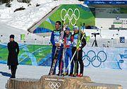 podium de la mass start des jeux de Vancouver. Les trois biathlètes sont ensemble sur la plus haute marche du podium.
