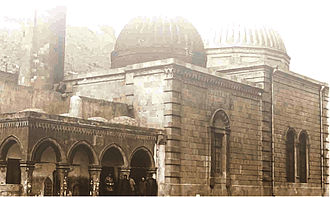 Bibi-Heybat Mosque - The mosque at the beginning of the 20th century. Left to right: Arcade (behind the minaret is visible), the tomb and new mosque building. The latter two were built in 1911.